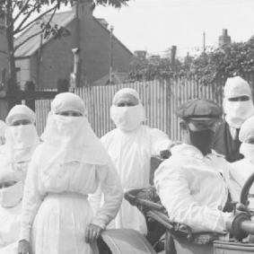 picture of 1919 pandemic, medical staff wearing protective equipment